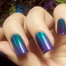 Unhas ombre azul e lilás