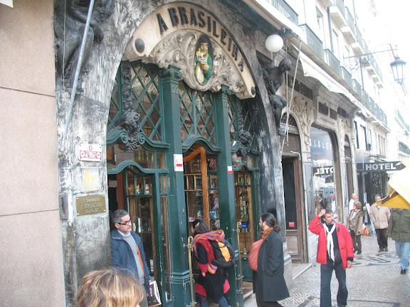 Cafetería y restaurante A Brasileira.-Lisboa