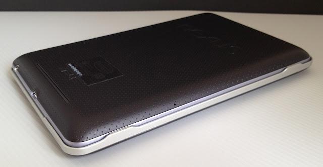 Bluetooth Keyboard for Google Nexus7とNexus7とを重ねて収納したところ