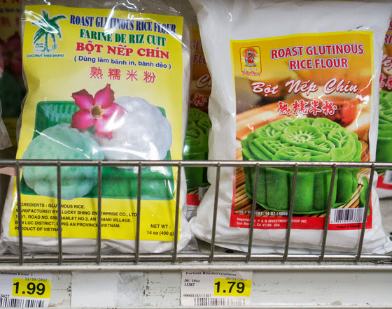 photo of two brands of glutinous rice flour