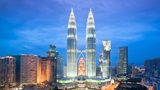 Petronas Towers, Kuala Lumpur, Malaysia.jpg