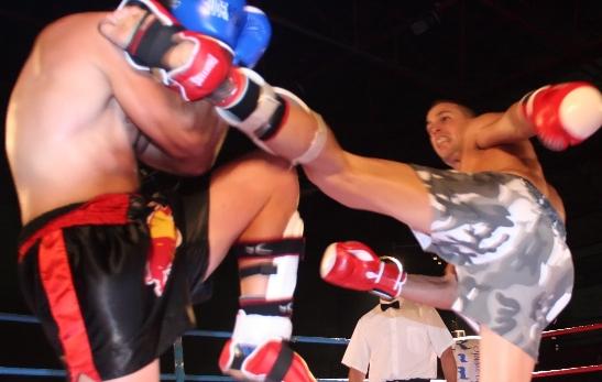 Deportistas practicando KickBoxing