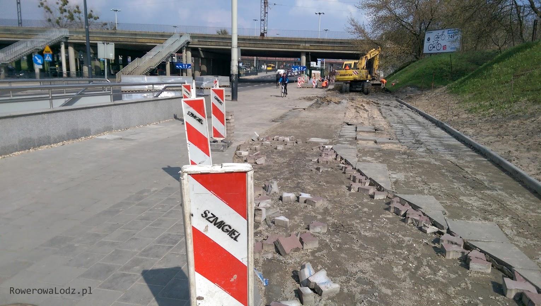 Na wysokości przejść podziemnych przy PKP Łódź Kaliska