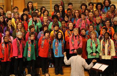 Groupe des jeunes actifs de l 39 toile la chorale gospel colors chante pour les restos du c ur le - Chorale coup de coeur laval ...
