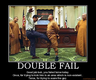 https://lh4.googleusercontent.com/-MJFGh-dVLAo/TXVSoIHuMMI/AAAAAAAAAkA/eEZzuxelP2A/s320/double-fail-kick-scare-fail-double-demotivational-poster-1268238434.jpg