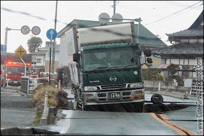 Earthquake Tsunami - Japan