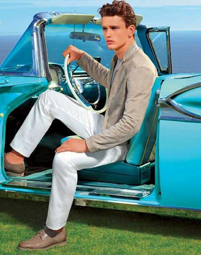 Simon Nessman, coche
