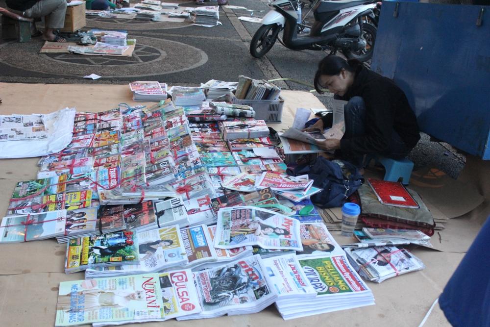 Ilustrasi Pelapak Koran | Majalah | Buku | Tabloid | Novel [image by citizenmagz.com]