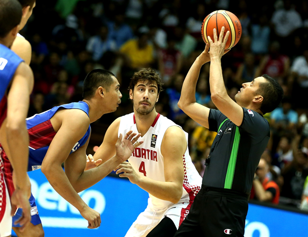 Croatia-defeats-Gilas-Pilipinas-03 jumpball