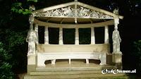 Het prieel van Het Laar lijkt op een Griekse tempel