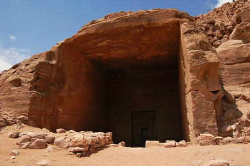 Высеченный в скале вход в город Петра