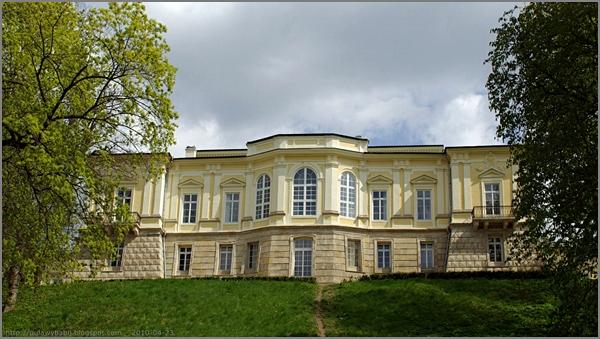 Puławy Pałac Czartoryskich  widok od strony łachy wiślanej