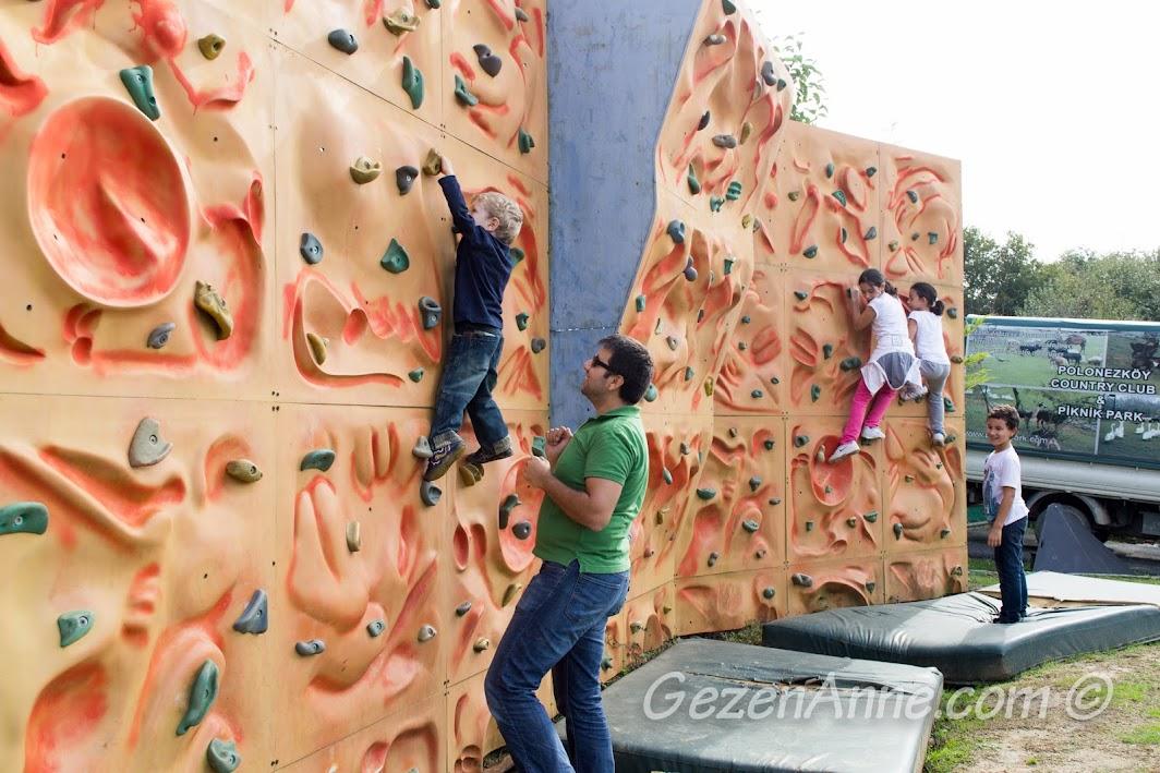 Polonezköy Piknik Park'ta duvara tırmanmaca