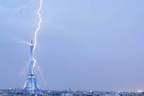 Tour Eiffel, con rayo