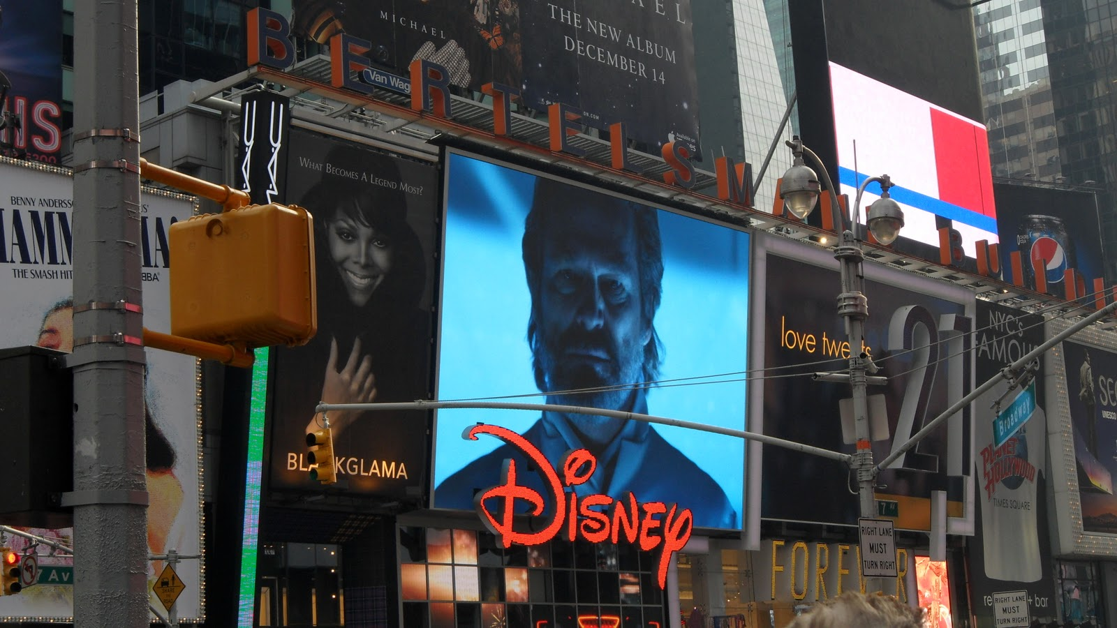 A Peak Inside the NYC Times Square Disney Store - WDW News Today
