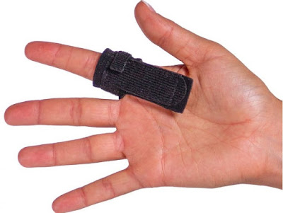 Nẹp ngón tay sử dụng trong chữa bệnh ngón tay cò súng