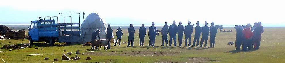 Morgens vor der Schaf-Schlachtung bei Aitbek am Song Köl