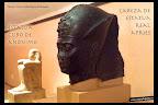 Cabeza de estatua real y estua-cubo. Cultura egipcia