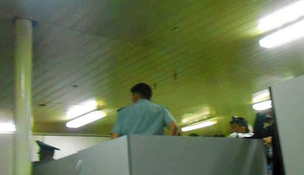 Kontrolle im am Flughafen Osch (Osh International Airport, kirgisisch: Ош эл аралык аэропорту, russisch: Международный аэропорт Ош, IATA: OSS)