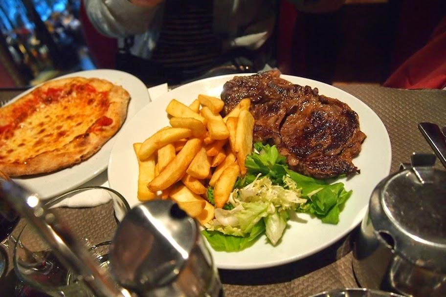 シャンゼリゼ通りのレストラン