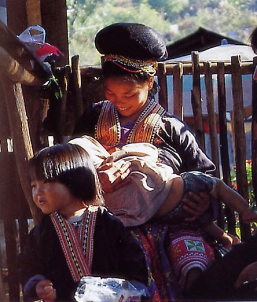 The Hmong Hill Tribe : Silver Jewelry & Embroidery