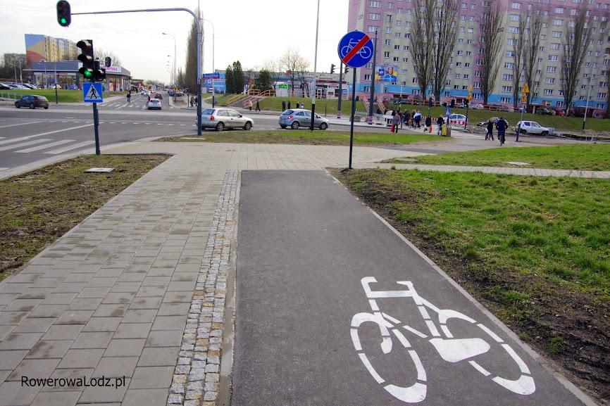 Rowerzysta w tym miejscu MUSI zejść z roweru. W takim celu buduje się te drogi dla rowerów, a nie po to aby upraszczać życie mieszkańcom jeżdżącym na rowerach?
