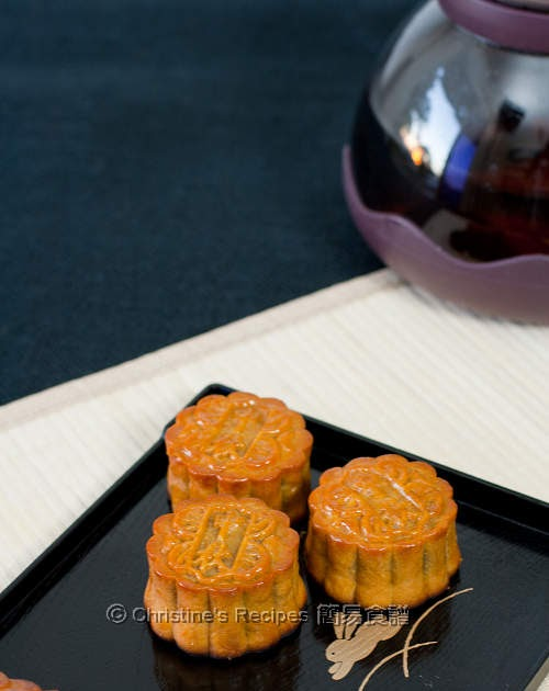 Traditional mooncakes christines recipes easy chinese traditional mooncakes christines recipes easy chinese recipes delicious recipes forumfinder Image collections
