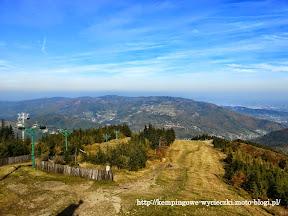 Na zdjęciu widok ze Skrzycznego wyciąg krzesełkowy i trasa narciarska