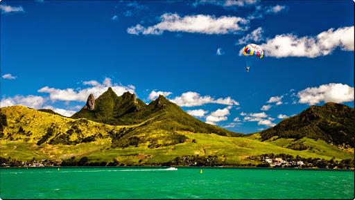 Parasailing, Lion Mountain, Mauritius.jpg