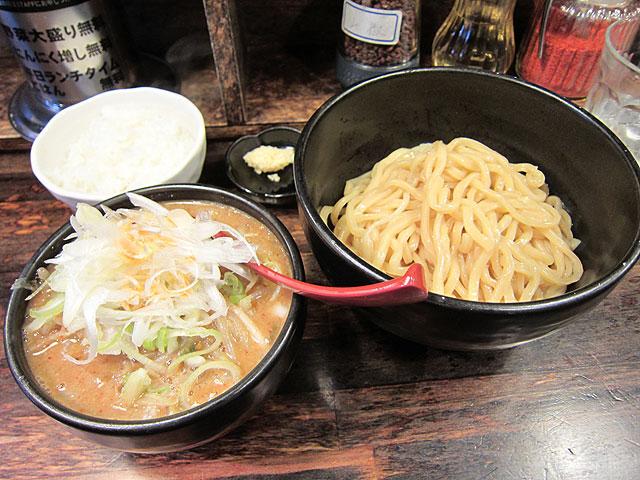 麺処花田の辛味噌つけ麺@ランチ無料ライス付き