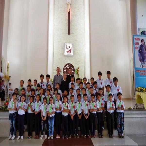 Thánh Lễ Rước Chúa Lần Đầu Của Các Em Thiếu Nhi Tại Giáo Xứ Vạn Giã