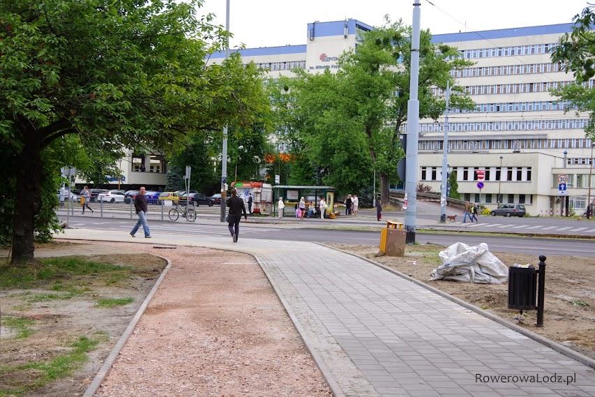 Do szpitala rowerem się nie dojedzie - zabrakło przejazdu.