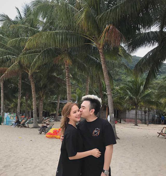 """Thêm một cặp hot girl 2k2 nổi tiếng MXH: Người là hôn thê của streamer giàu nhất Việt Nam, người là con lai sở hữu ba vòng """"bốc lửa"""""""