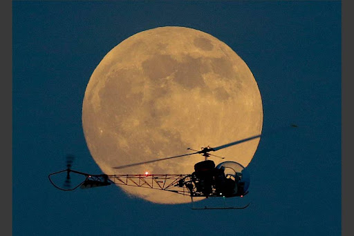 FOTO SUPERMOON FENOMENA BULAN PURNAMA
