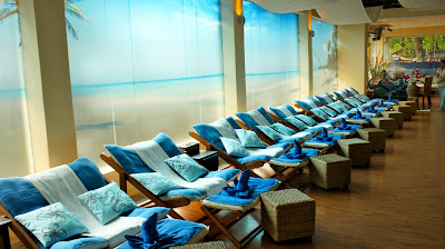 The foot massage area - decked in a pleasant blue