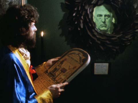 Алистер Кроули появляется в фильме «Восход Люцифера». Здесь с Джимми Пейджем из «Led Zeppelin»