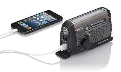 SONY ICF-B88からiPhone5へ充電している様子