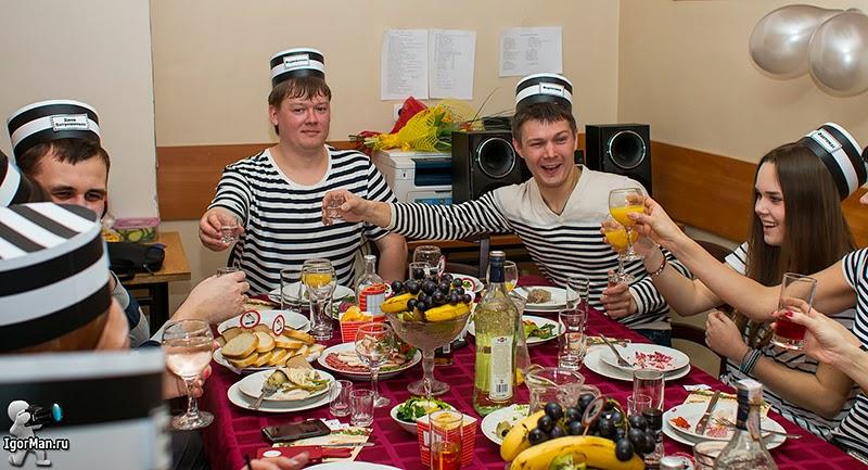 Репортажная фотосъемка - День Рождения в стиле тюремной вечеринки