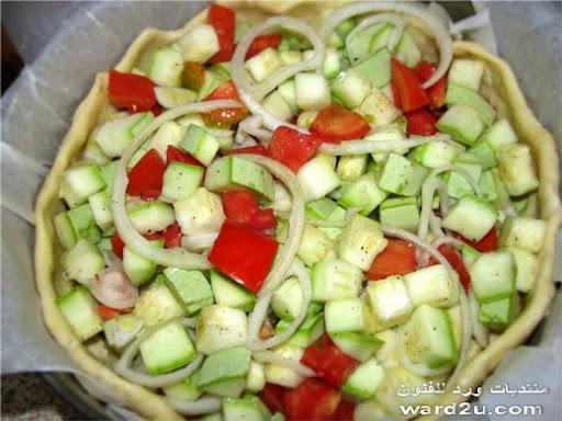 بيتزا بالبشاميل والخضروات المشكله