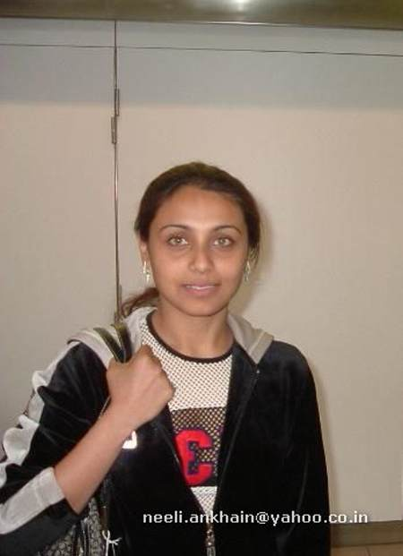 Bollywood Bindas Girl part 4:girl,cleavage,picasa0