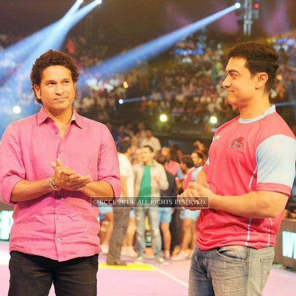 Sachin Tendulkar and Aamir Khan during the opening match of Pro-Kabbadi League, held in Mumbai, on July 26, 2014. (Pic: Viral Bhayani) <br />