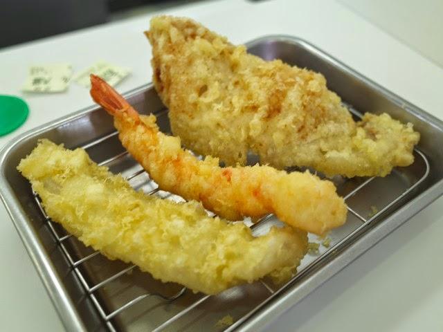 白身の魚、エビ、豚肉の天ぷら