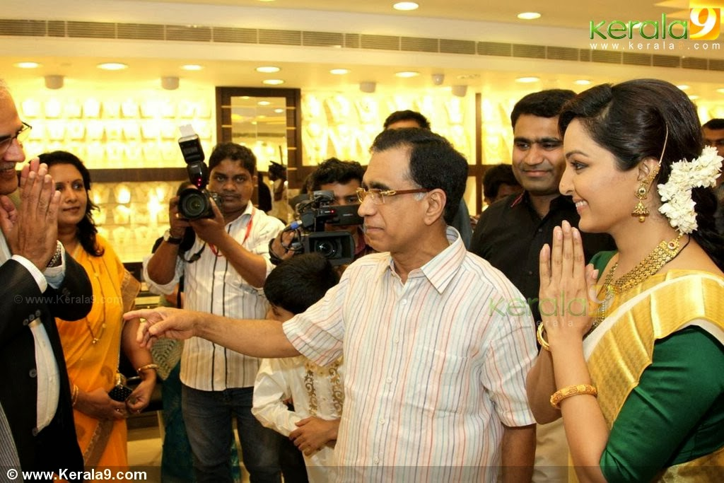 manju warrier at kalyan jewellers trivandrum inauguration photos