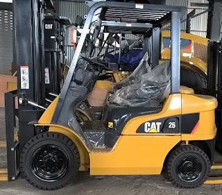 Xe nâng CAT 2.5 tấn