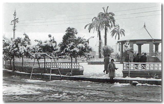 El paseo del Arenal.-Nevada 3 de febrero de 1954.-Libro; Historias, Rincones y Leyendas (Carmen Gómez Valera).