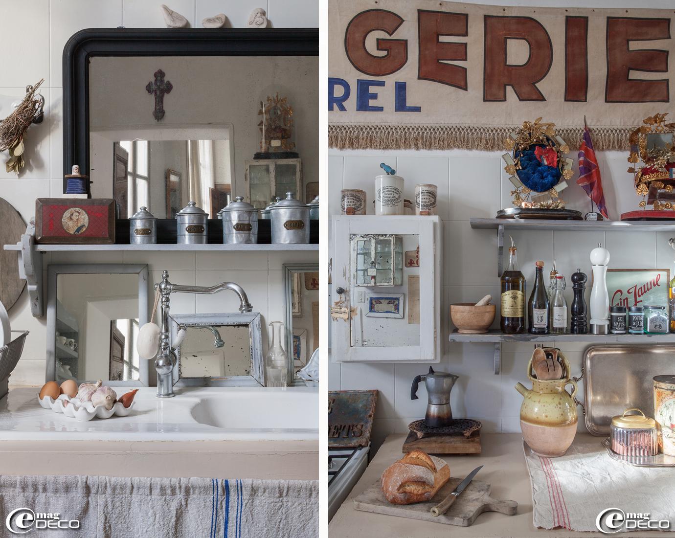 Dans une cuisine, une collection de miroirs peints en gris, une ancienne banderole de boulangerie