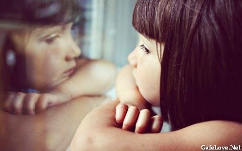 Ảnh cô gái buồn vì nhớ người yêu