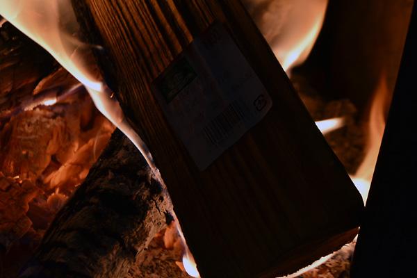 富士ミルクランドは薪が買えて人気。人気の乳搾り …