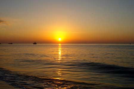 Những bài thơ tình về Biển lúc bình minh, sáng sớm