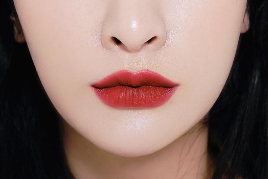 Son kem 3CE Soft Lip Lacquer màu Perk Up (đỏ hồng trầm)